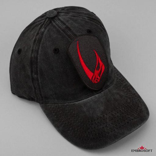 Star Wars The Mandalorian Mudhorn shield red black cap